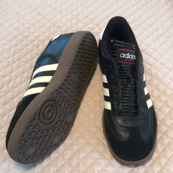 60% de descuento poshmark Shell toe zapatos tenis Adidas Samba